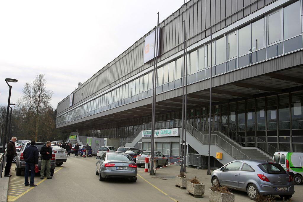 Javne objekte bi obnovili s pomočjo zasebnikov