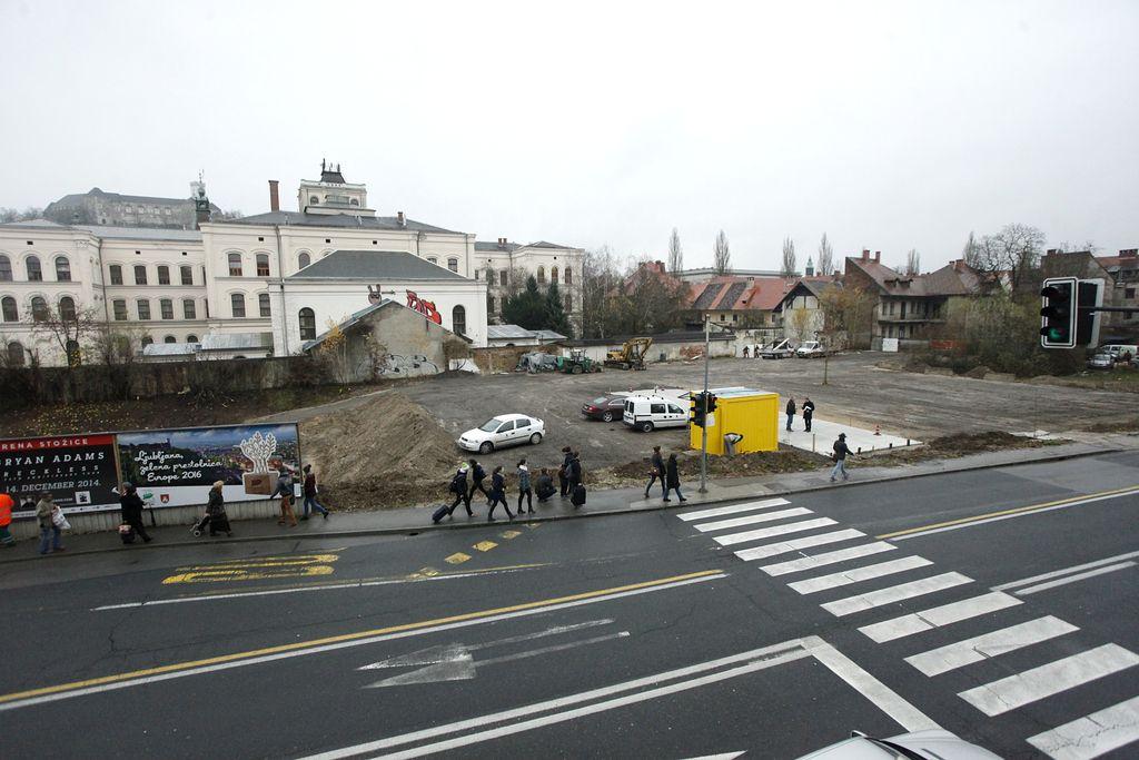 Namesto novega Šumija bo začasno parkirišče