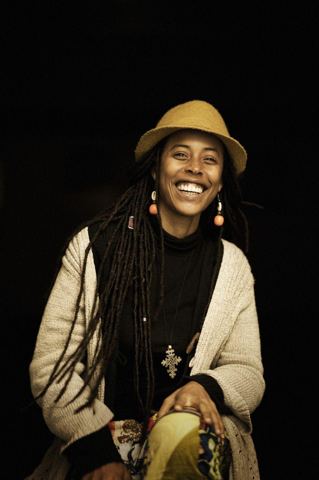 Vnukinja Boba Marleyja: Vsi smo zlomljeni ljudje na svoji poti