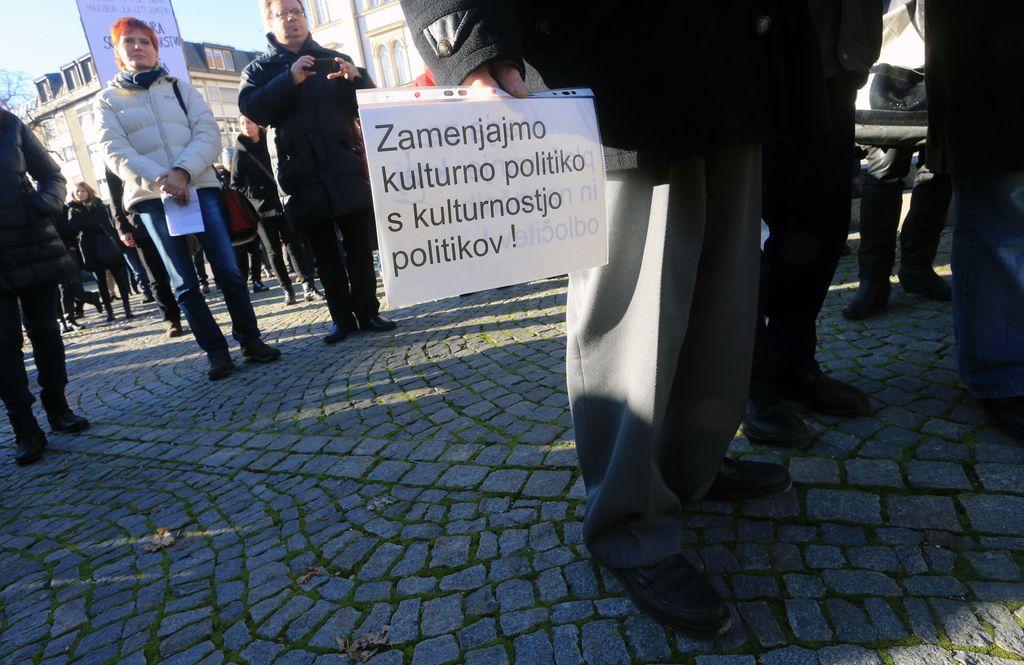 Maribor pred bankrotom: o znižanju plač župana in direktorja pa nič