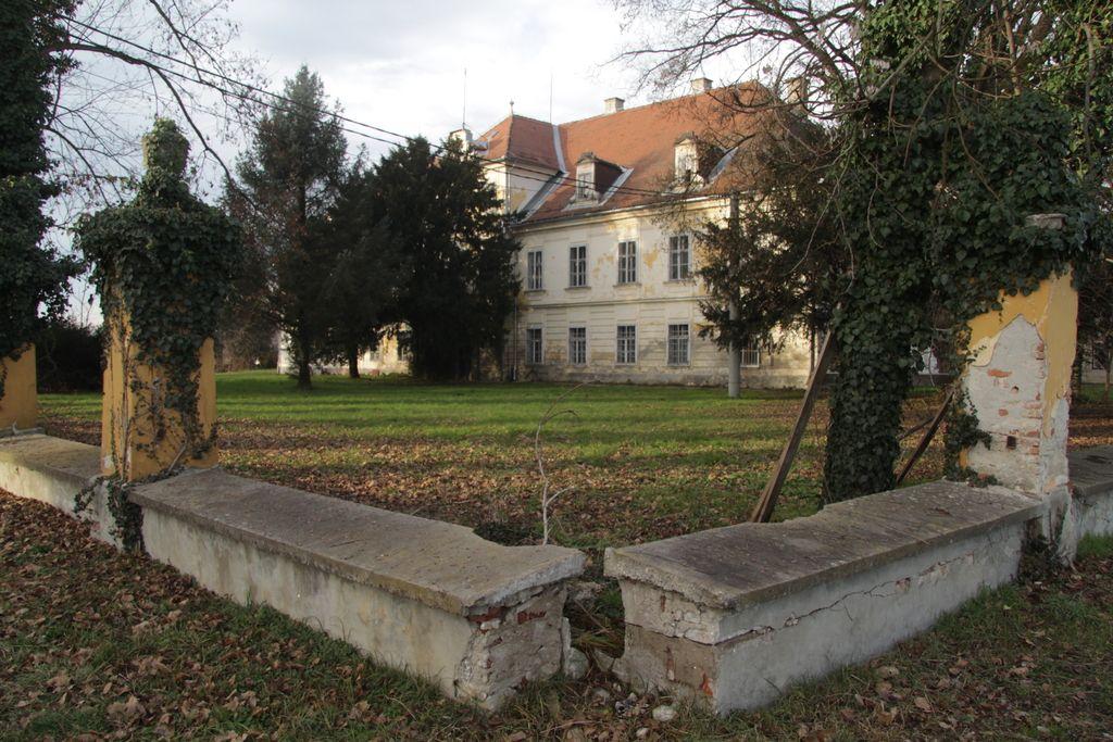 Družina Meinl spet bliže gradu in zemljiščem