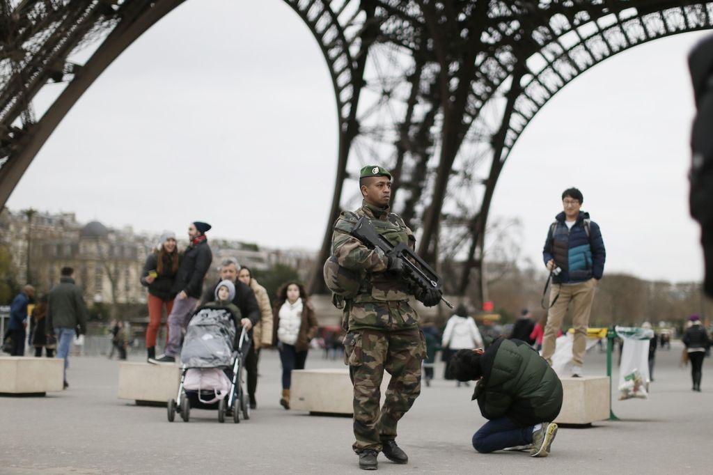 Francoska narodna skupščina podprla vpis izrednega stanja v ustavo