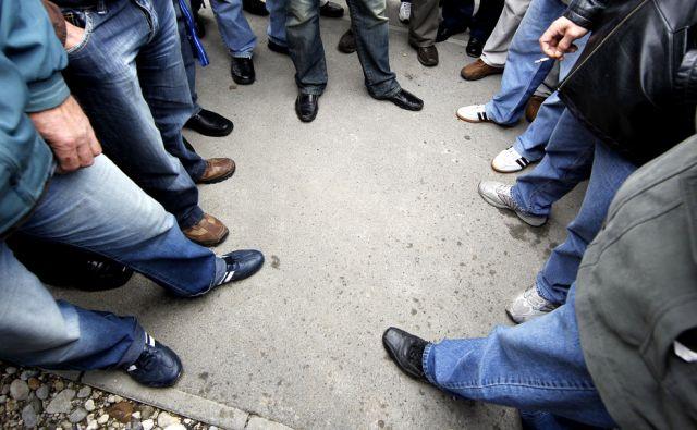 Slovenija.Ljubljana.29.09.2010 Skupina delavcev Vegrada pred Celovskimi dvori.Foto:Matej Druznik/DELO