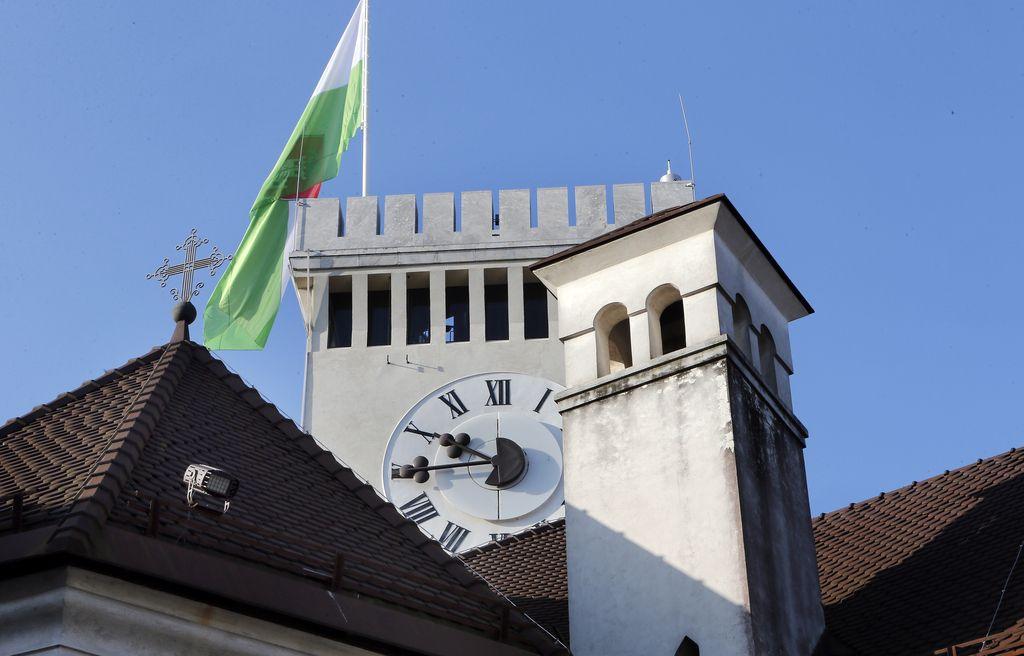 SDS znova neuspešna s predlogom zakona o državnih simbolih