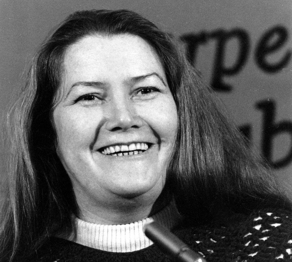 Umrla je Colleen McCullough, avtorica Pesmi ptic trnovk