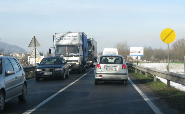 Zastoji zaradi enosmernega prometa