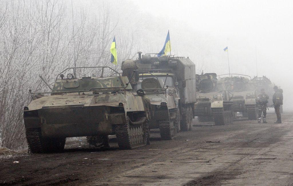 Premirje na vzhodu Ukrajine krhko, spopadi za mesto Debalceve
