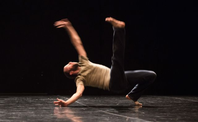 Jurij Konjar: Za Juliana Mer-Khamisa (danced by Jurij Konjar, created in dialogue with  Joanna Lesnierowska), Španski borci, Ljubljana, marec 2013