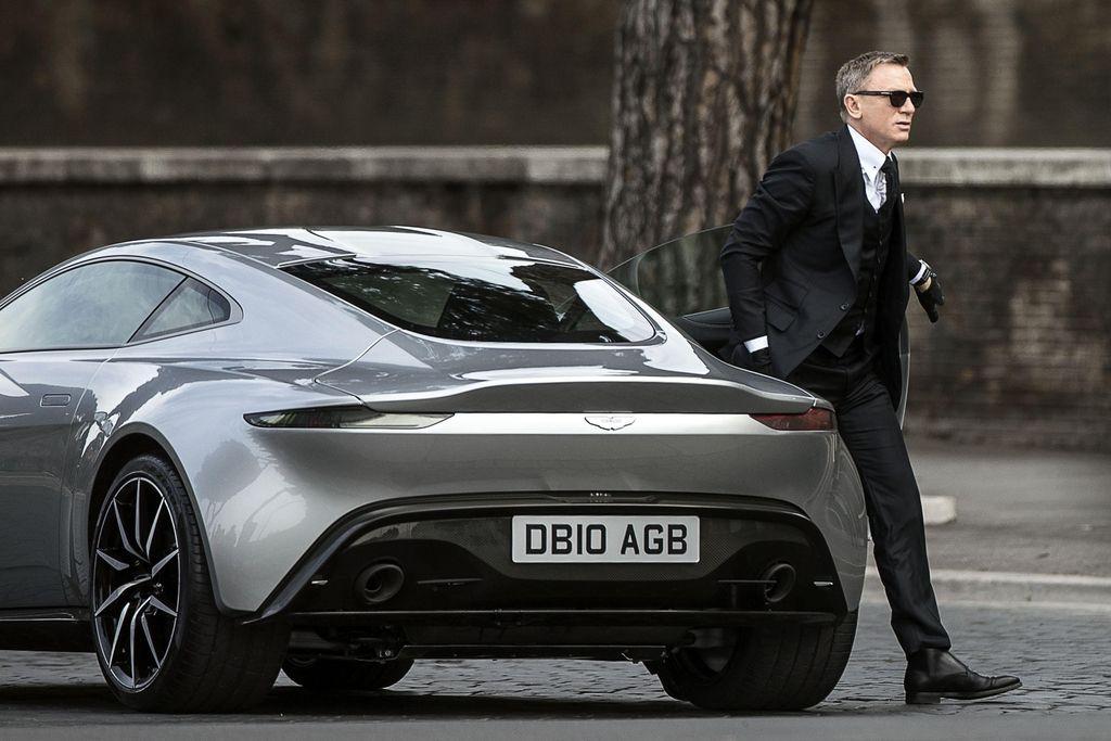 James Bond, Monika Belluci in smola