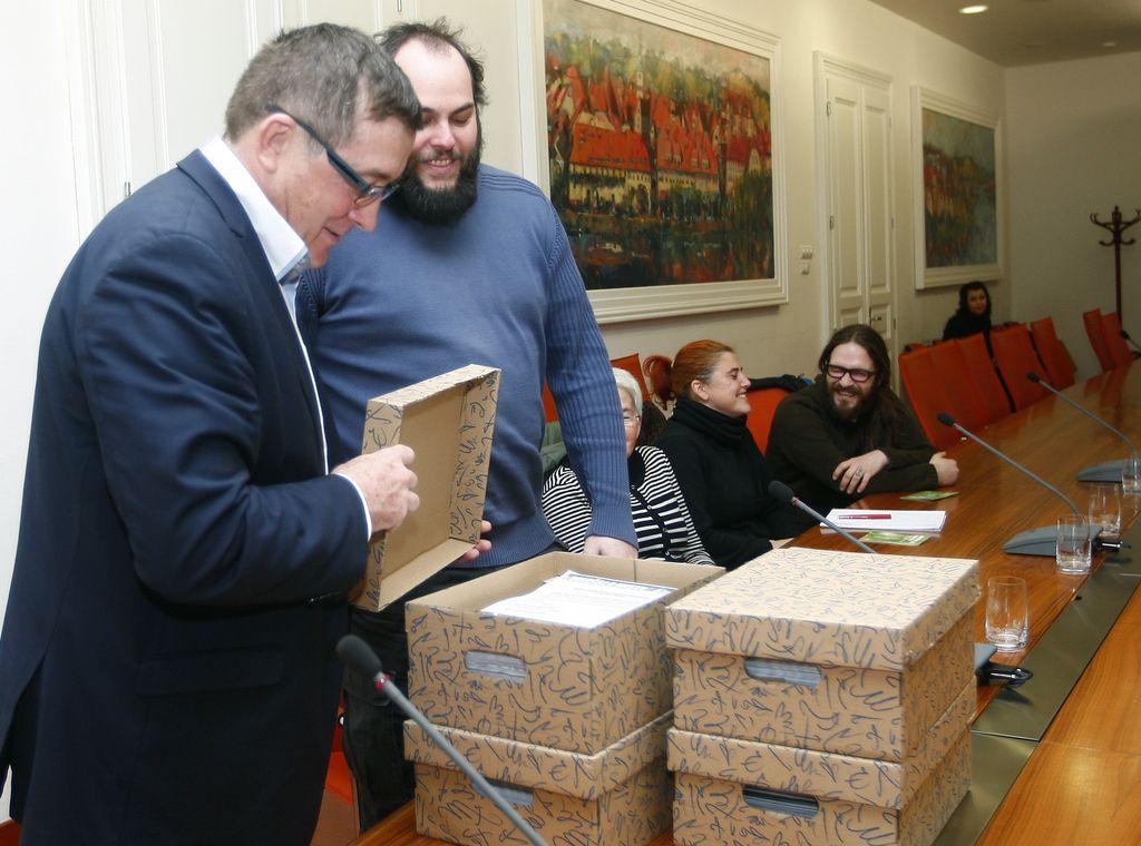 Županu Fištravcu predali 4000 podpisov