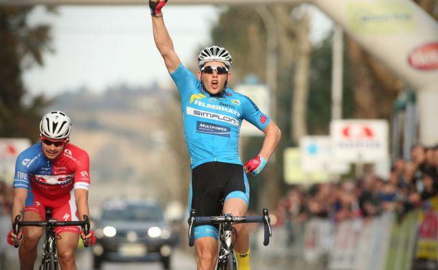 Kolesarsko dirko za Veliko nagrado Izole je dobil Avstrijec Gregor Muhllberger (D) ekipa TFSW, pred Slovencem Primožem Rogličem (L) iz Adria Mobila in Italijanom Paolom Ciavatto, iz ekipe D'Amico Bottecchia. Izola, Slovenija 1.marca 2015.