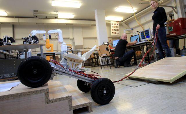 Laboratorij za robotiko na Elektrotehnični fakulteti v Ljubljani 27.februarja 2015