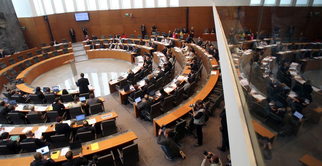 Poslanci potrdili redefinicijo minimalne plače