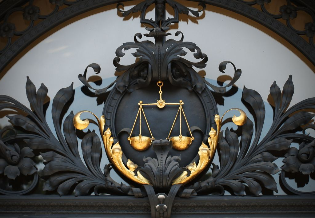 Na sodišča se s koncem sodnih počitnic vrača običajni delovni ritem