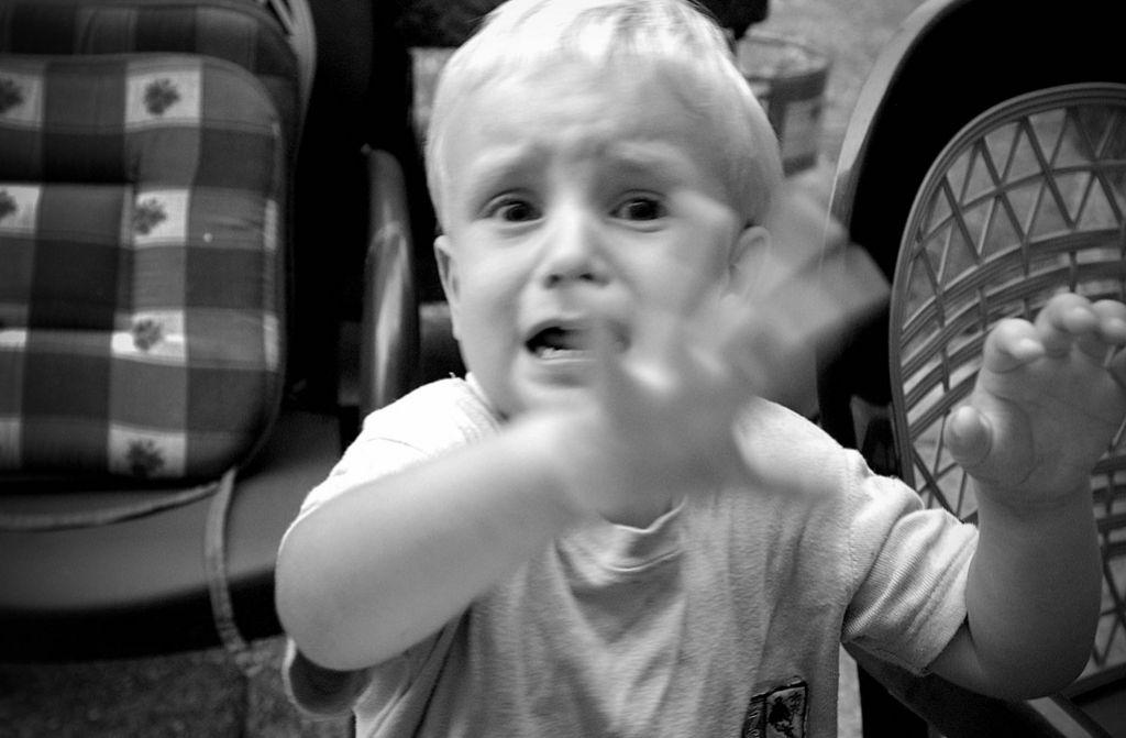 Nedelova svetovalnica: Ko otrok besni, mama popusti