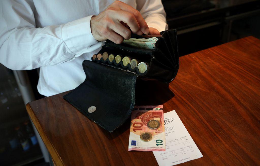 Kazen za kupca naj znaša 40 evrov, so sklenili odborniki