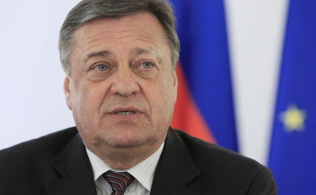 Župan Zoran Janković podpisal koalicijski sporazum z Desusom in SD-jem v Ljubljani, 23. marca 2015