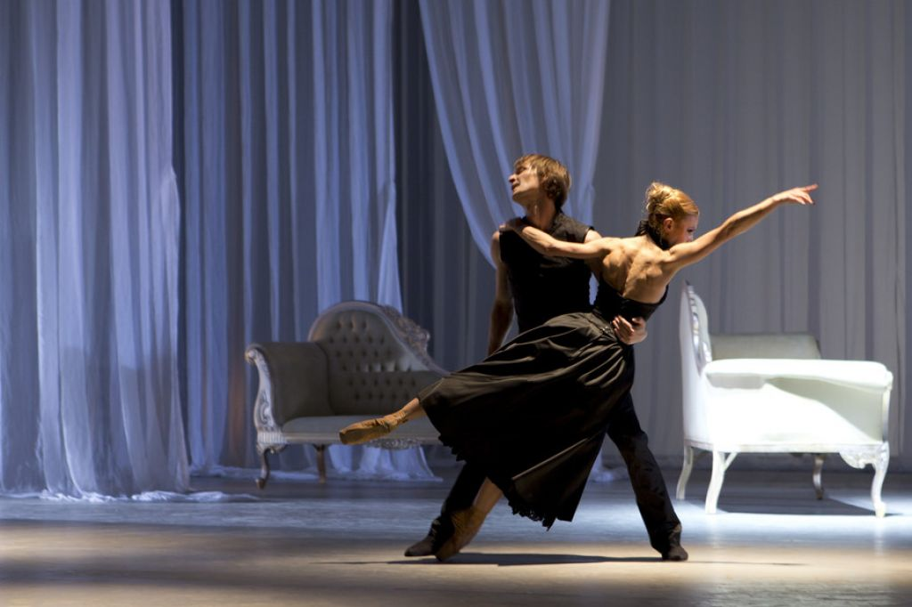 Deloskop izpostavlja: Na Primorskem poletnem festivalu balet Nevarna razmerja