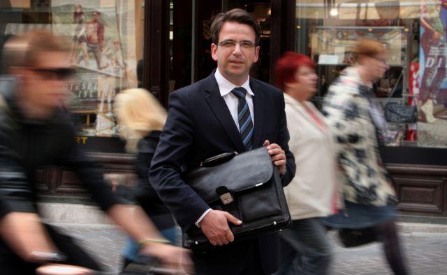 16.5.2011 Ljubljana,Slovenija. Peter Pogacar, pravnik, direktor direktorata za delovna razmerja na ministrstvu za delo, ki vodi skupino za pripravo pokojninske reforme.FOTO:JURE ERZEN/Delo