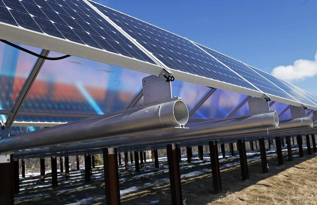 Slovenija pokopava fotovoltaiko, drugje vanjo vlagajo