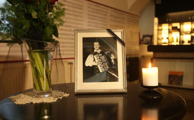 Danes popoldan bodo pokopali Slavka Avsenika. Spominska soba s sliko legendarnega glasbenika v družinski hiši. Begunje na Gorenjskem, Slovenija 7.julija 2015.