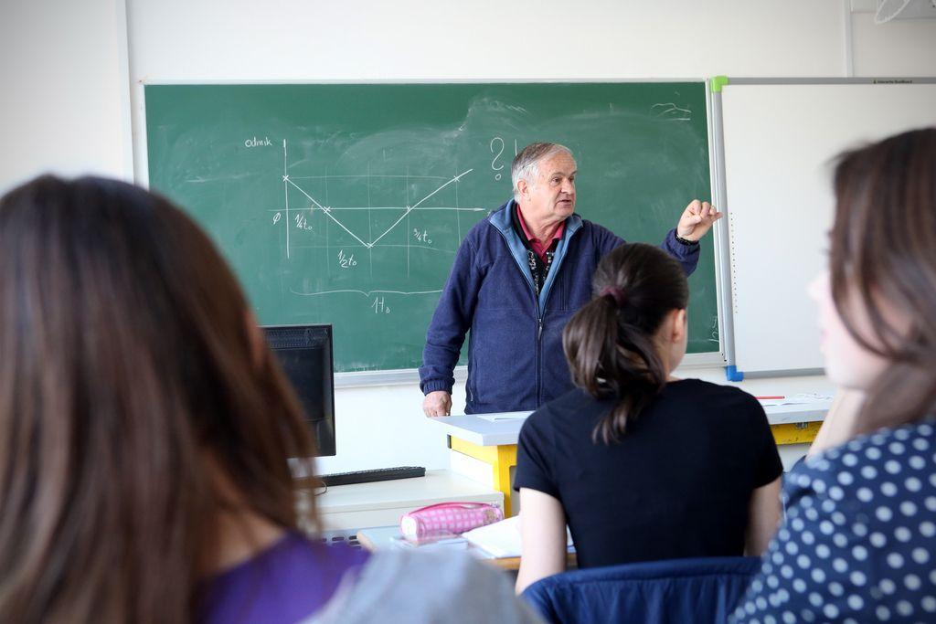 Starejši učitelji so izgoreli, mlajši brezposelni