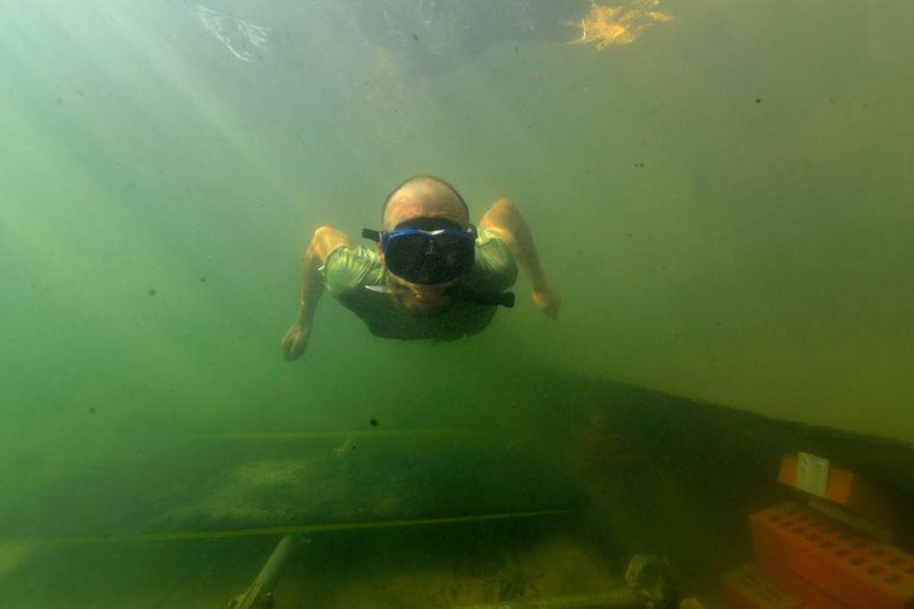 Na suhem še tretji, največji del deblaka iz Ljubljanice