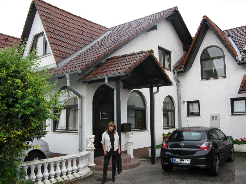 Sodišče dalo soglasje za nezakonito prodajo hiše