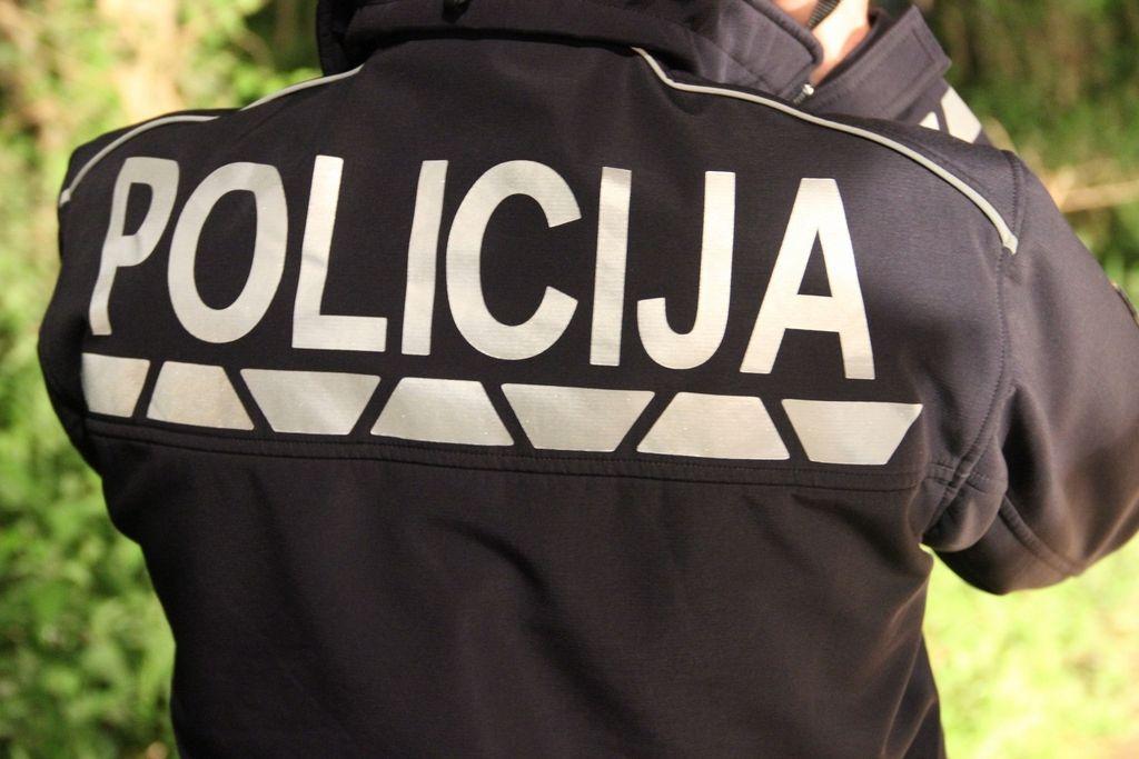 Pijani policist, ki je zbil pešca, oproščen
