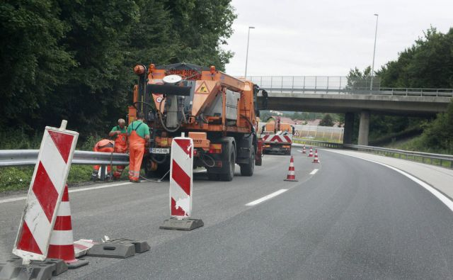Razcep Kozarje na avtocesti v Ljubljani, 26. avgusta 2015 [avtocesta,Dars,razcep Kozarje, delavci,Ljubljana]