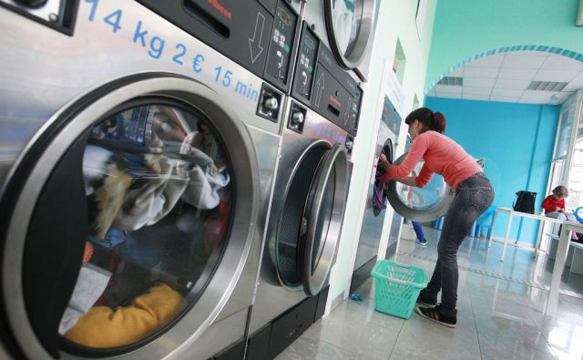 Samopostrežna pralnica Puhi v Ljubljani, 21. avgusta 2015 [Samopostrežna pralnica,Puhi,Ljubljana,pralni stroj]