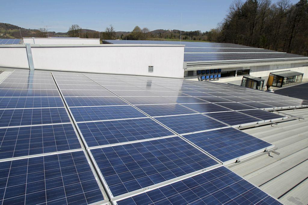 Polovica moči sončnih elektrarn inštalirana leta 2012