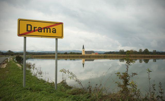 Cerkev in poplave v vasi Drama, Slovenija 15.septembra 2014.