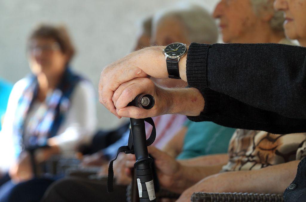 Plačevanje doma za starejše