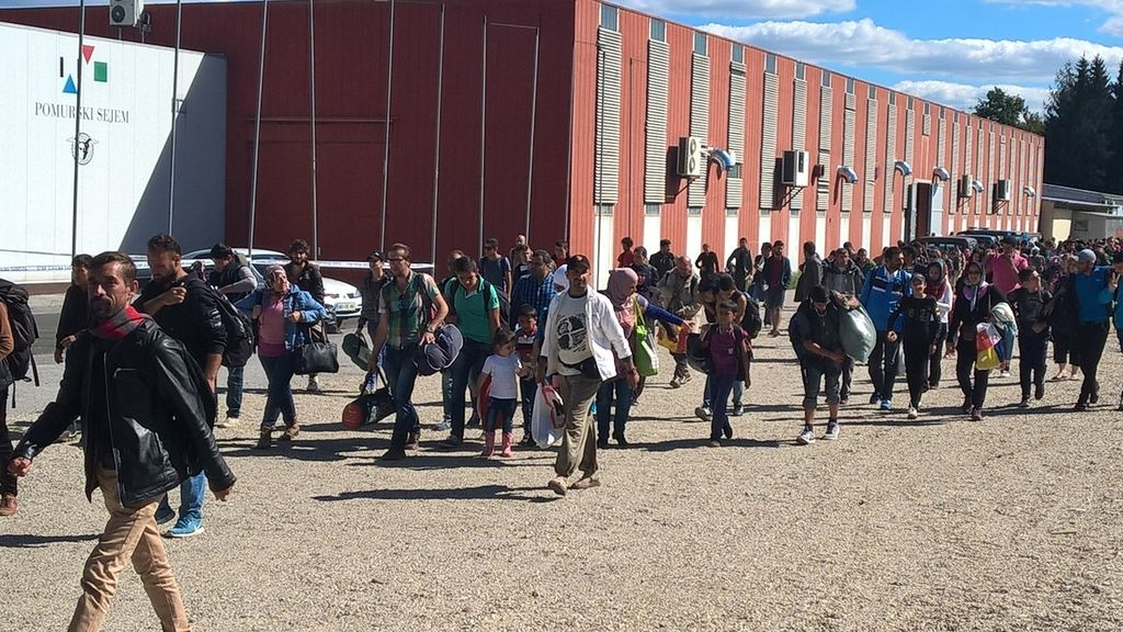 Slovenija do zdaj sprejela okoli 2700 migrantov
