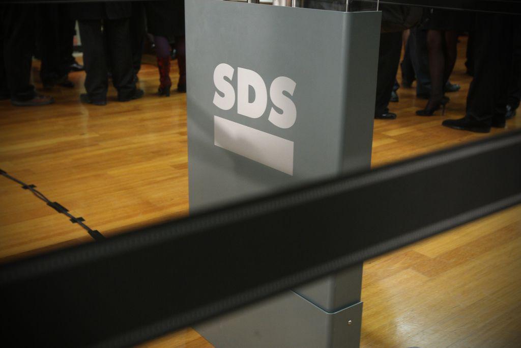 Dilema SDS: Ali se z Janšo lahko premakne v sredino