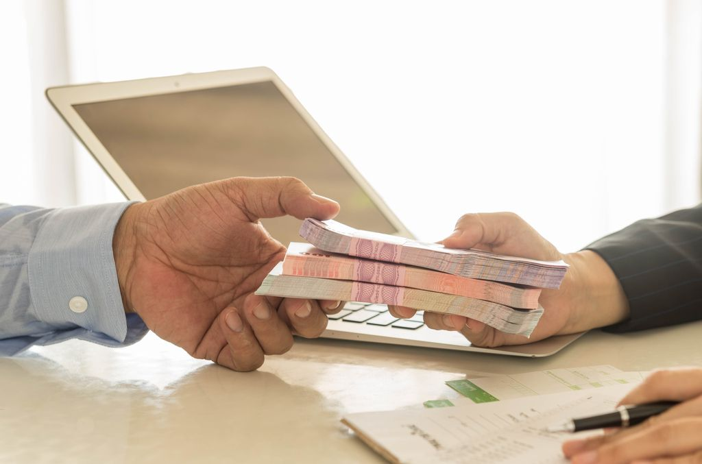 Policija v bankah zaznala za več kot milijardo evrov škode