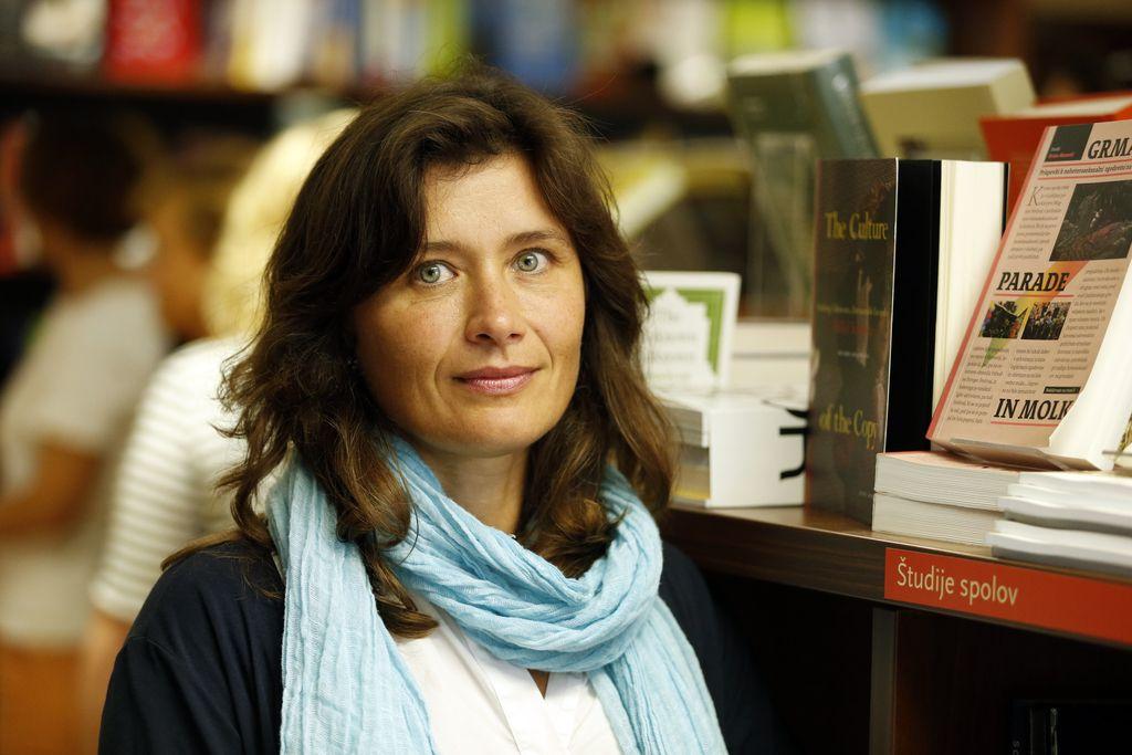 Pesmi Anje Štefan so vesela otroška igrišča