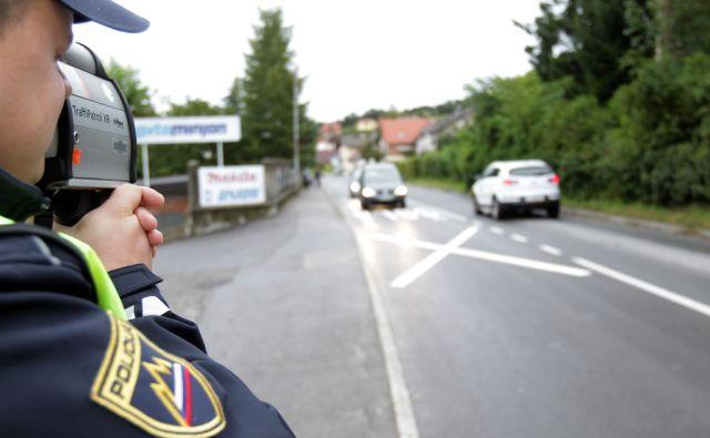 Policisti merijo hitrost pred šplo. Rakek , 01.09. 2014