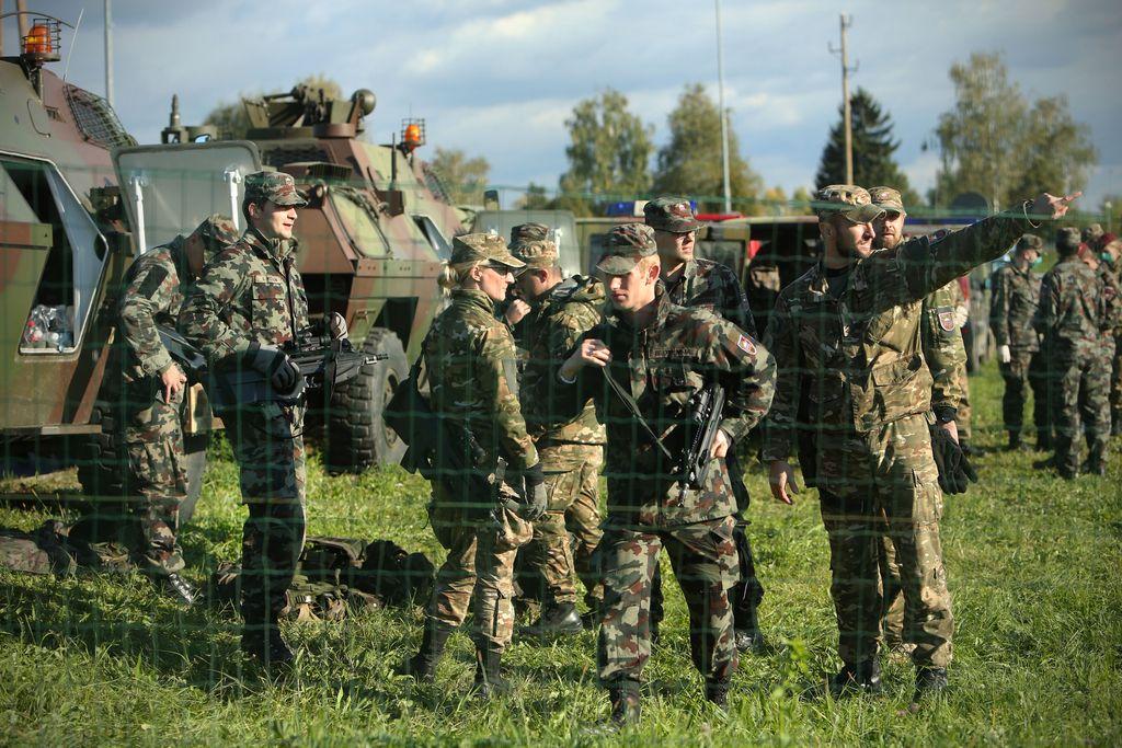 Pri metanju ročne bombe lažje ranjen slovenski vojak
