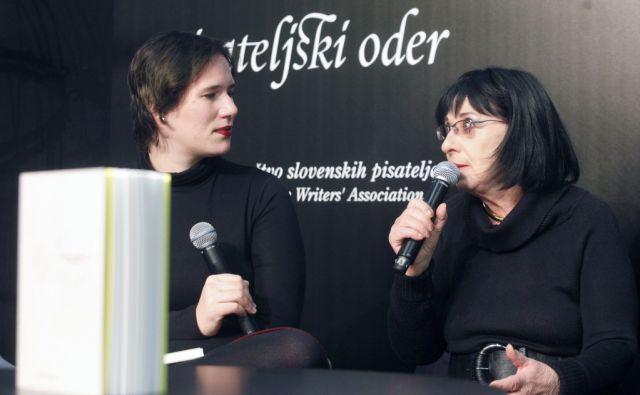 Knjižni sejem v CD. Avtorica  Svetlana Makarovič na pisateljskem odru. V Ljubljani 25.11.2015[knjige,založbe, kultura]