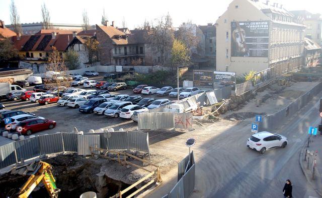 Parkirišče in gradbišče pri Šumiju,Ljubljana Slovenija 02.12.2015 [Parkirišče,gradbena dela]