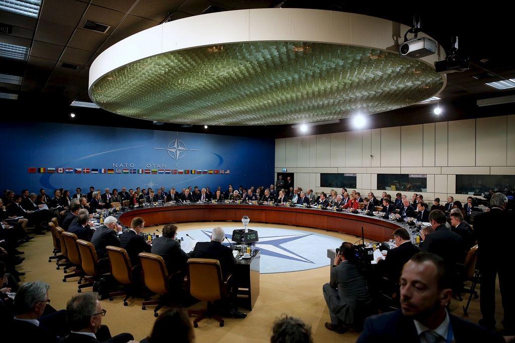 Nato odprl pogajanja o članstvu s Črno goro
