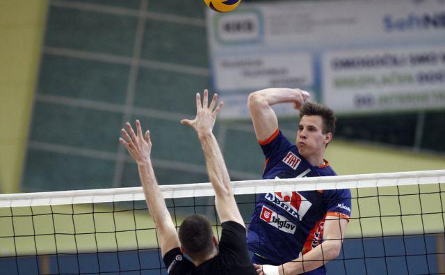 ACH Volley osvojili naslov državnih prvakov na tekmi proti drugouvrščenim Calcitom iz Kamnika. V Kamniku 23.4.2015