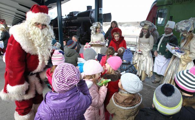 Božiček obiskal otroke z muzejskim vlakom Ljubljana 01.12.2015 foto:Igor Mali