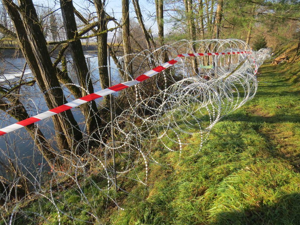 Žično ograjo naj bi začasno zaradi poplav delno odstranili