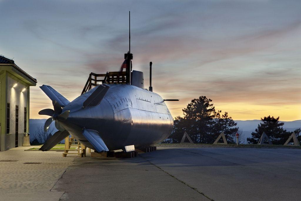 Brodet s škarpeno: Napad s podmornico