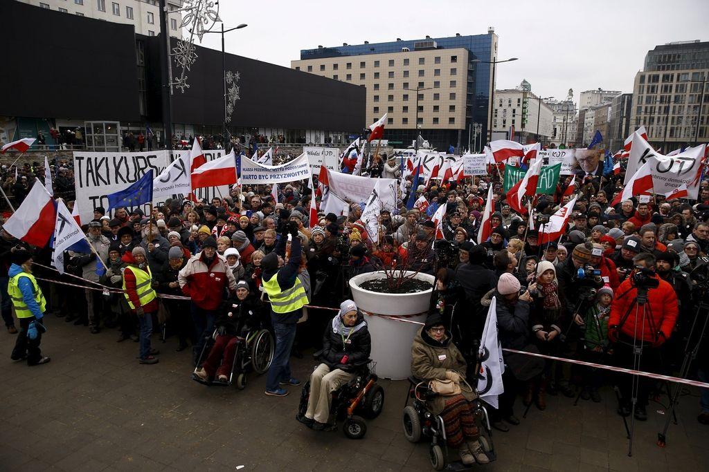 Poljaki protestirajo proti novemu medijskemu zakonu