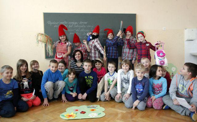 Nagrajena igra osnovnošolcev v podružnični šoli Podhum . Na podhumu 15.1.2016[Igra,otoci,šola]