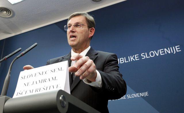 Izjava  premiera Mira Cerarja. V Ljubljani 18.1.2016[politika,odstopi,vlada]